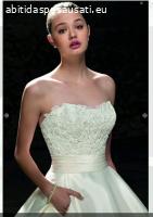 Bellissimo ed elegantissimo abito da sposa lavorato a mano.